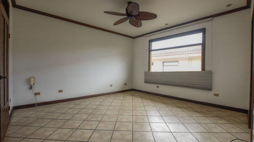 venta-de-casa-en-guachipelin-condominio-el-tejar